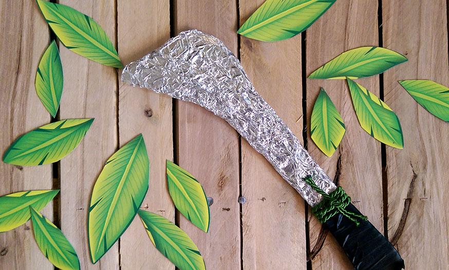 Mit dem Dschungelmesser können sich die Dschungelforscher besser durchs Dickicht kämpfen.