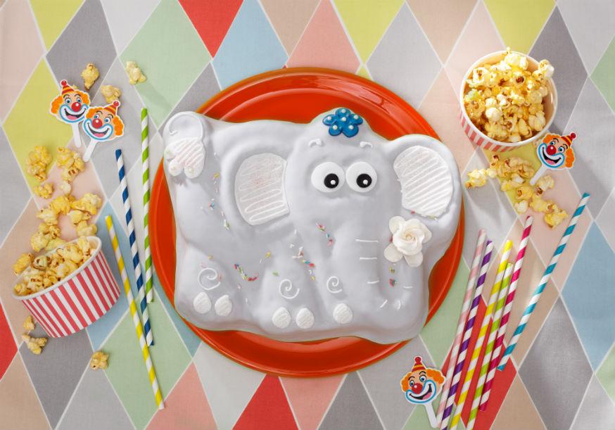 Dieser Kuchen gehört bei jeder Zirkusparty auf den Tisch, oder? • Foto & Styling: Thordis Rüggeberg, Foodproduktion: Sarah-Christine Brandt