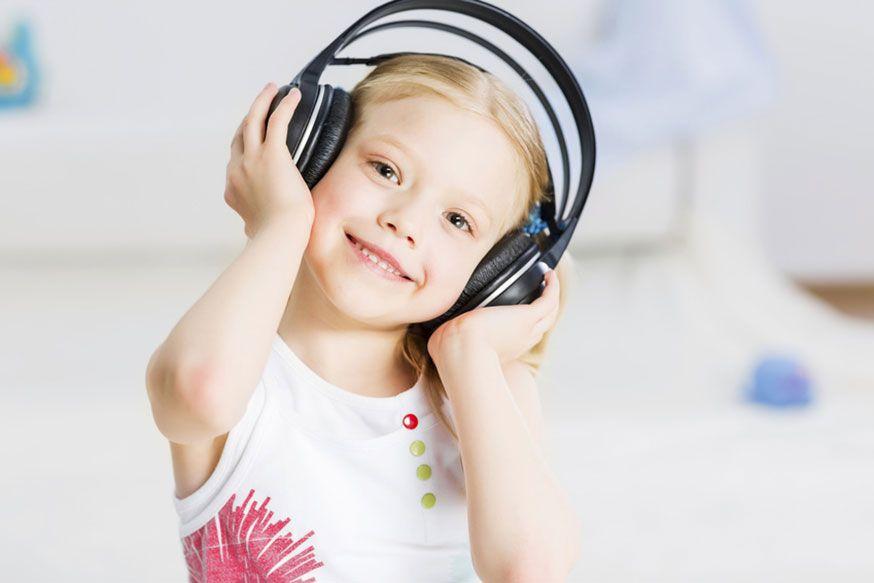 Jetzt gibt's was auf die Ohren! Unsere liebesten Kinderpartylieder. • Sergey Nivens / Fotolia.com