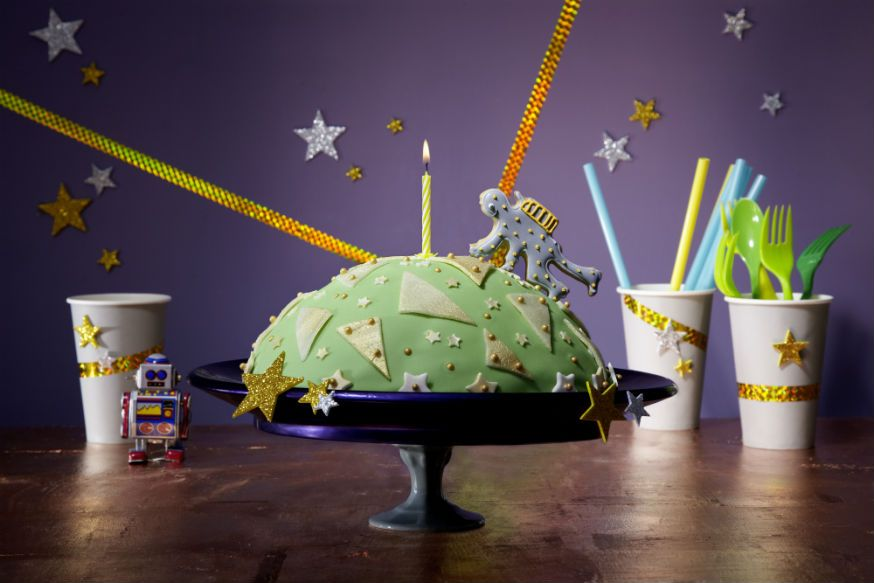 Ein Kuchenplanet, den es zu erobern gilt. • Foto & Styling: Thordis Rüggeberg, Foodproduktion: Sarah-Christine Brandt