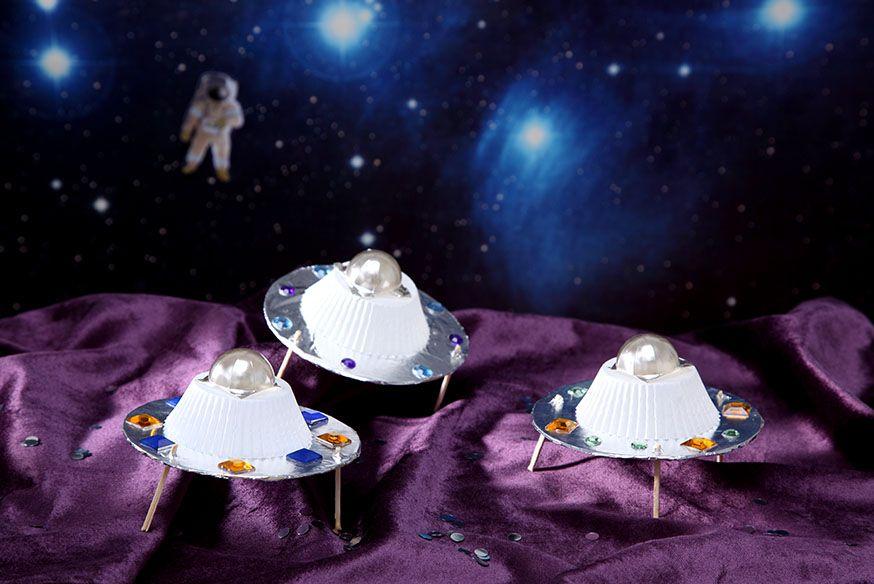 Bastelspaß auf der Weltraumparty. • Umsetzung und Foto: Thordis Rüggeberg
