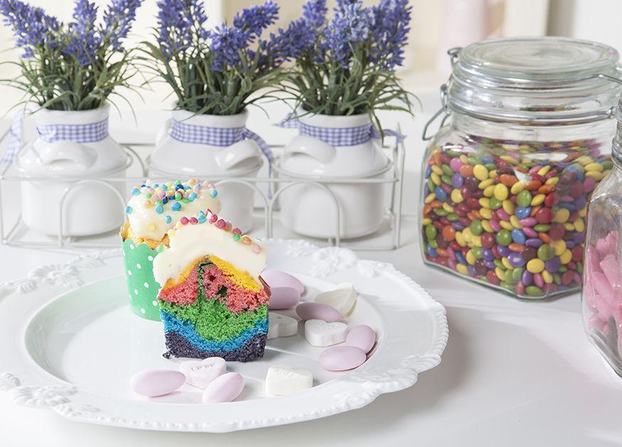 Regenbogenmuffins-sehen-toll-aus-und-schmecken