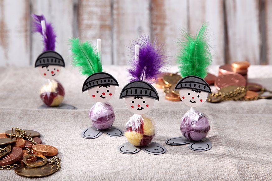 Die süßen Lolliritter bewachen die Geburtstagstafel. • Umsetzung und Foto: Thordis Rüggeberg