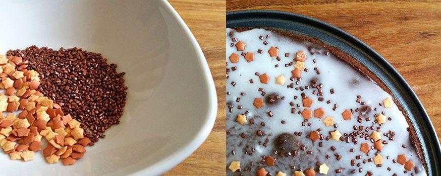 2. Zutat: Zuckerstreusel. Passende zum Motto zum Beispiel kupferfarbend und in Sternenform.