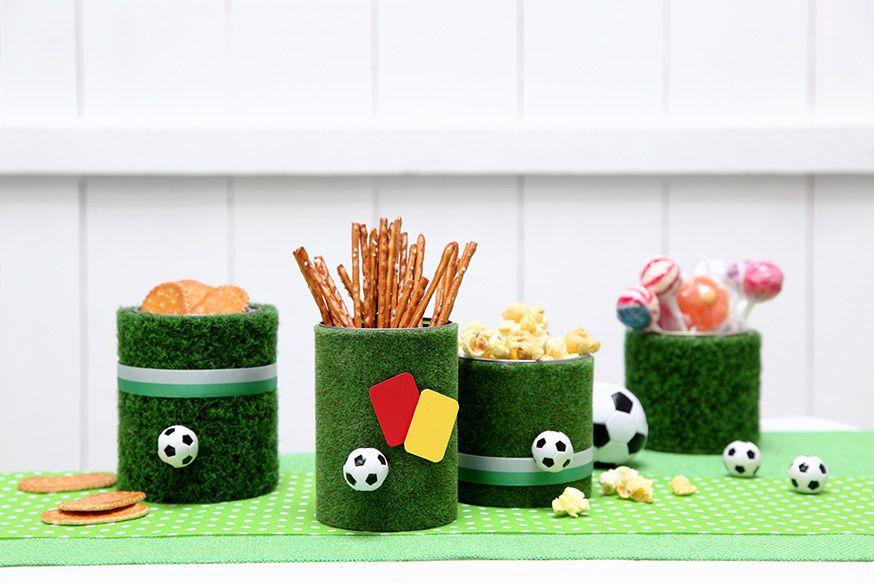 Für die EM oder die Fußballparty: Lasst den Kunstrasen sprießen! • Umsetzung und Foto: Thordis Rüggeberg