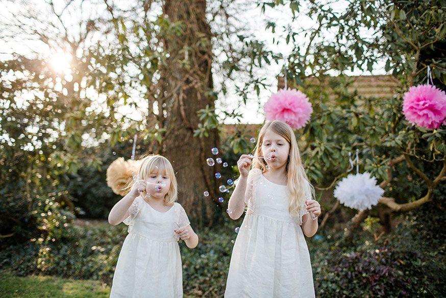 Keine Hochzeit ohne Seifenblasen! • Foto: Corinna Keiser