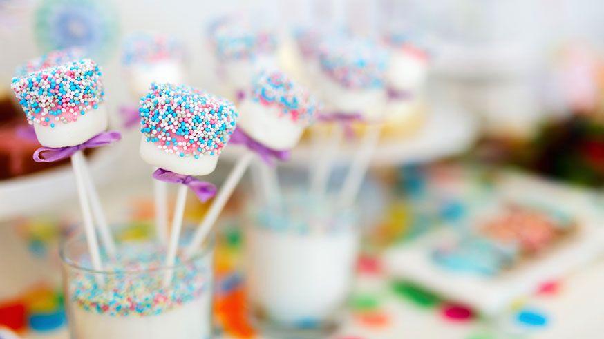 Marshmallow Pops sind eine süße Alternative zu Cake Pops. • Foto: BlueOrange Studio / Fotolia.com