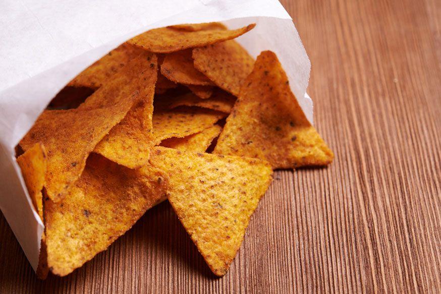 Statt Maischips können Sie auch Ananas oder Melone in Dreiecke schneiden und den Drachenreitern servieren. • Foto: kiboka / Fotolia.com