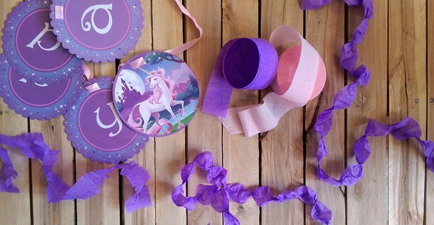 Aus einfachem Kreppbändern lassen sich schöne Girlande basteln. Perfekt für die Einhorn Party!