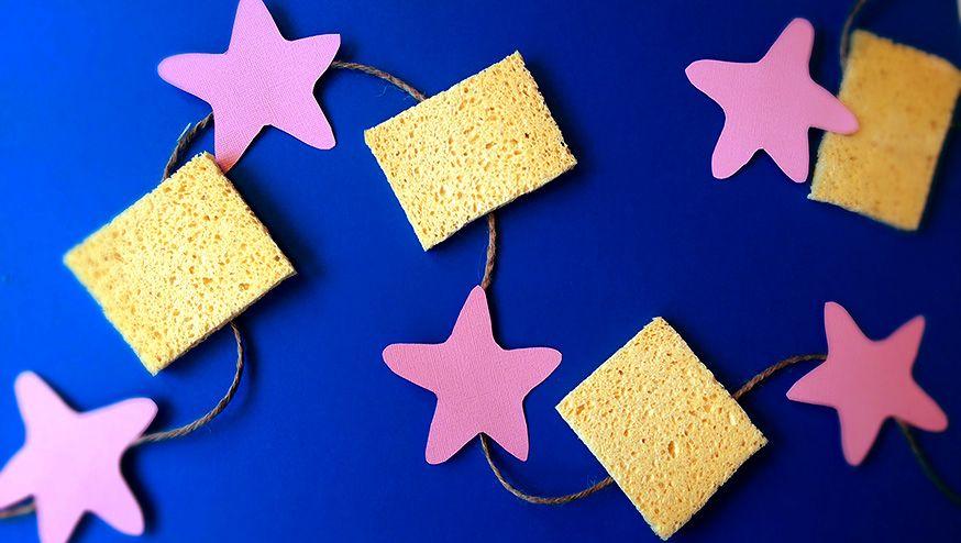 Gelber Schwamm + rosafarbener Stern = schwammtastische Girlande für die SpongeBob-Party.