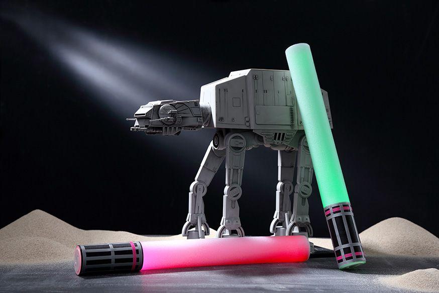 Diese Lichtschwerter sind schnell zu basteln und danach können die Jedis damit spielen. • Umsetzung & Foto: Thordis Rüggeberg