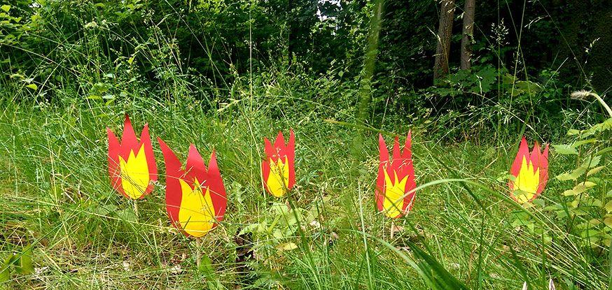 Ein kleines Feuer im Garten? Mit dieser Bastelanleitung gar kein Problem.