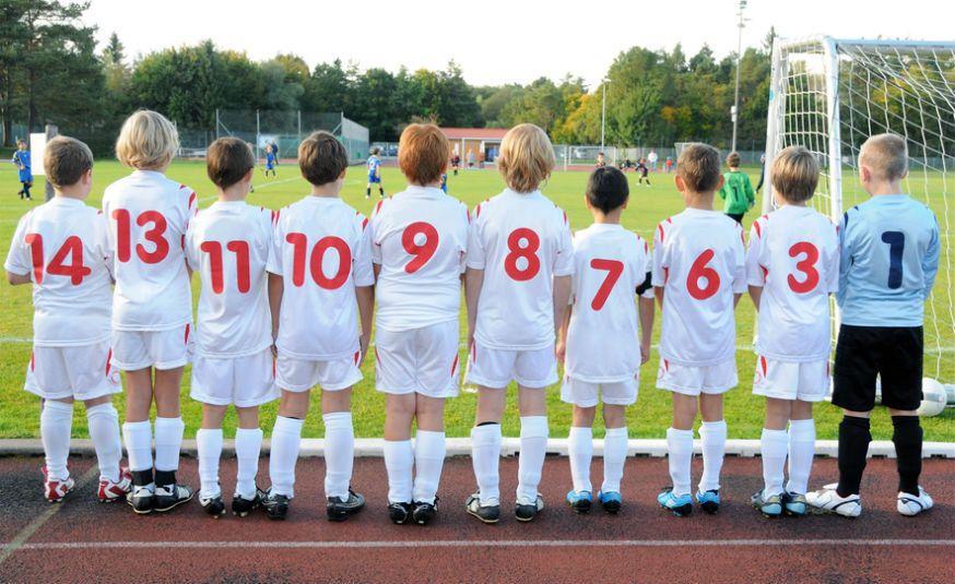 Bevor das Fußballspiel beginnt, muss sich die Mannschaft besprechen. • Foto: grafikplusfoto / Fotolia.com