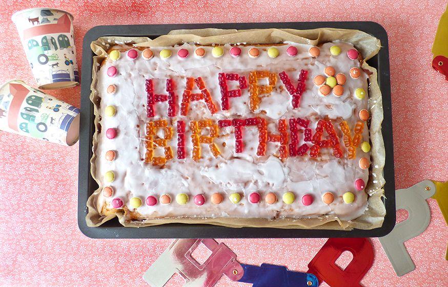 Der Fantakuchen ist superschnell und einfach zu backen und schmeckt jedem kleinen Geburtstagsgast! • Rezept und Foto: Julia Mille