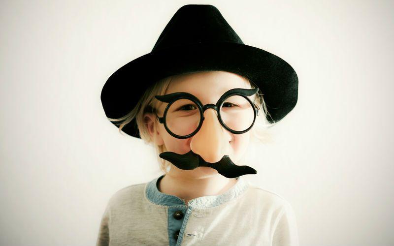 Auch Detektive können derzeit nicht auf einem Bart verzichten. • Foto: Expert / photocase.de