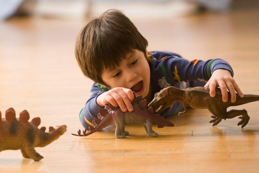 Bei den vier Spielideen ist bestimmt für alle Dinofans etwas dabei. • Foto: KidStock / gettyimages.de