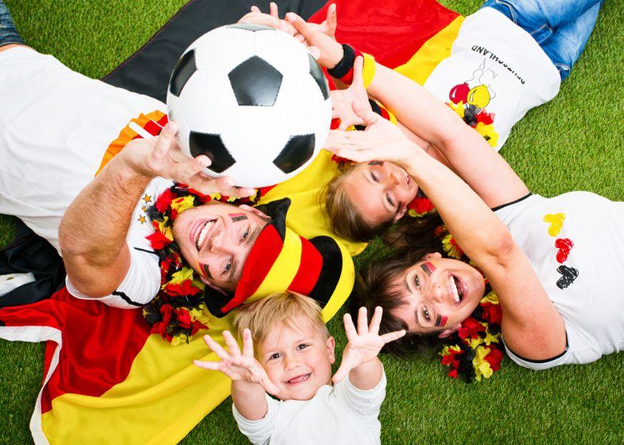 Feiern Sie mit Ihren Kindern eine tolle EM Fußball Party! • Foto: drubig-photo / Fotolia.com
