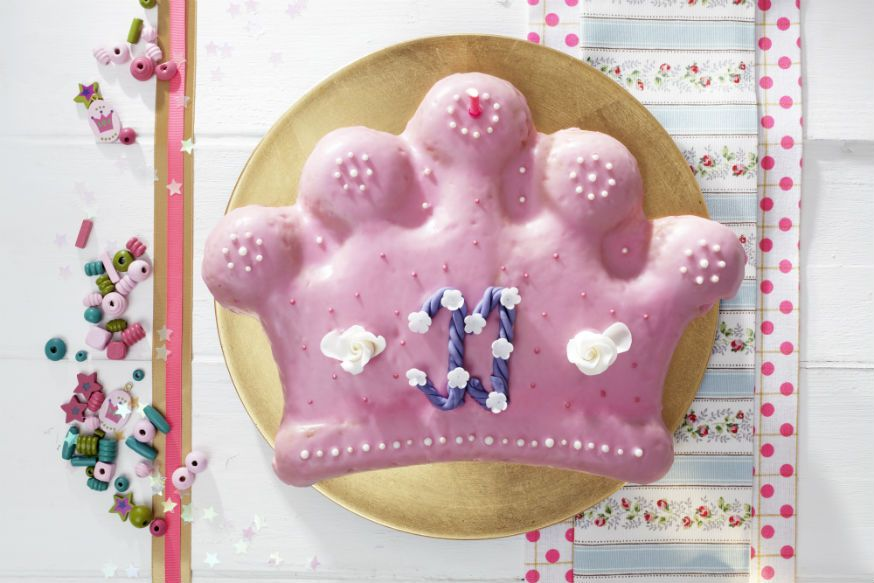 Ein Geburtstagskuchen für Königstöchter. • Foto & Styling: Thordis Rüggeberg, Foodproduktion: Sarah-Christine Brandt