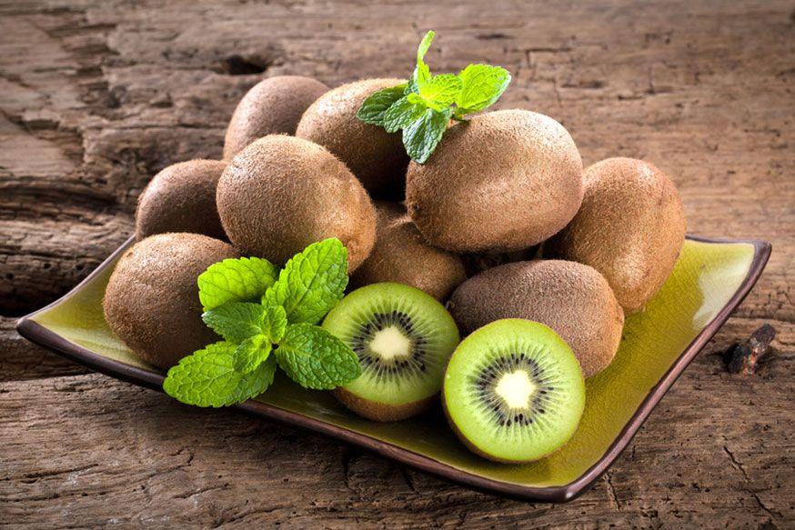 Ob Kiwi, grüne Bonbons im Glas oder rundes Gebäck - Dracheneier sind im jedem Fall schnell zubereitet. •  Foto: karepa / Fotolia.com