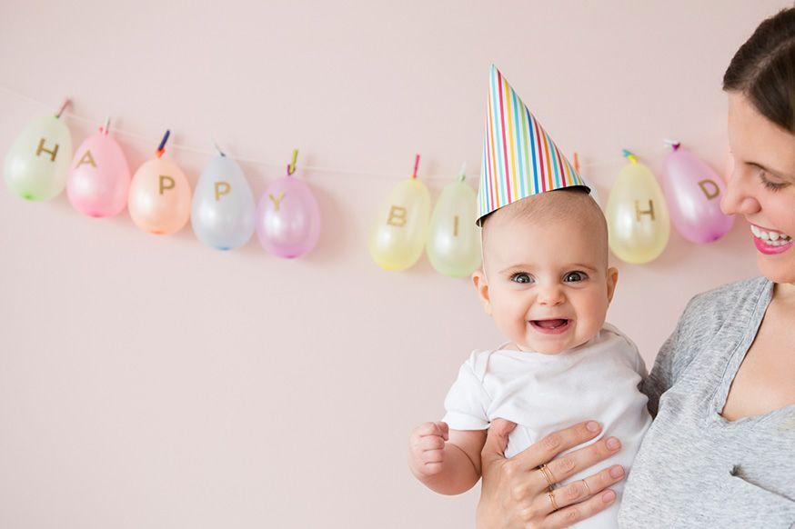Zum 1. Geburtstag darf gefeiert werden! Hier gibt es ein paar Ideen für diesen schönen Tag. • Foto: JGI/Jamie Grill / gettyimages.de