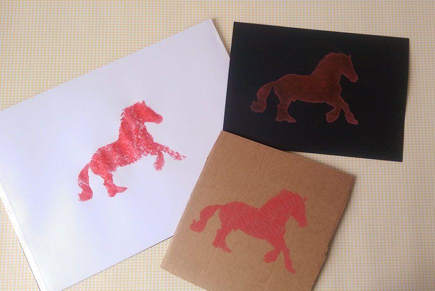 Ob auf Pappe, Papier oder auch Holz - das Pferde sieht auf jeder Unterlage gut aus.