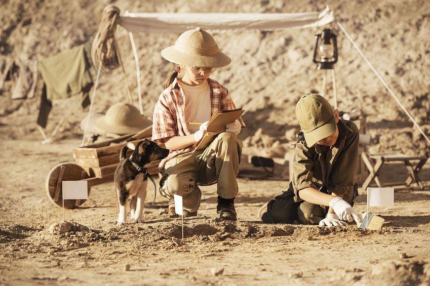 Was die kleinen Dinoforscher in der Fundgrube ausbuddeln werden? • Foto: Alexandr Vasilyev / Fotolia.com