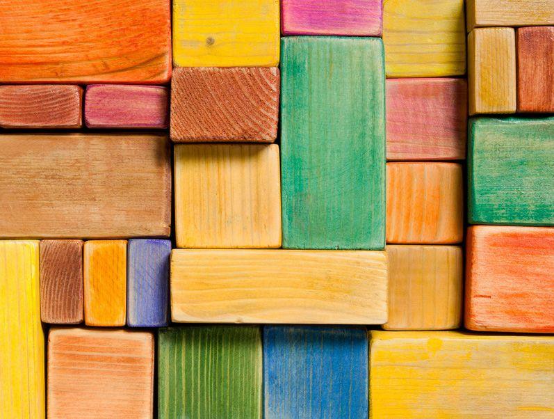 Wer baut die höchste Mauer auf der Baustellenparty? • Foto: colors0613 / Fotolia.com